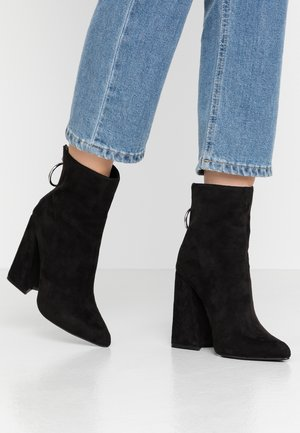 LOLA SKYE LAKE OVERSIZED RING POINT BOOT - High heeled ankle boots - black