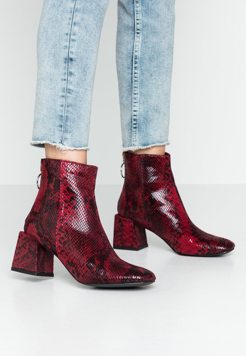 Dorothy Perkins - LOLA SKYE LONDON MINIMAL BOOT - Classic ankle boots - red