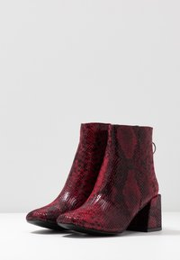 Dorothy Perkins - LOLA SKYE LONDON MINIMAL BOOT - Classic ankle boots - red - 4