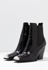 Dorothy Perkins - LOLA SKYE LUCA SQUARE TOE WESTERN - Kotníková obuv na vysokém podpatku - black - 4