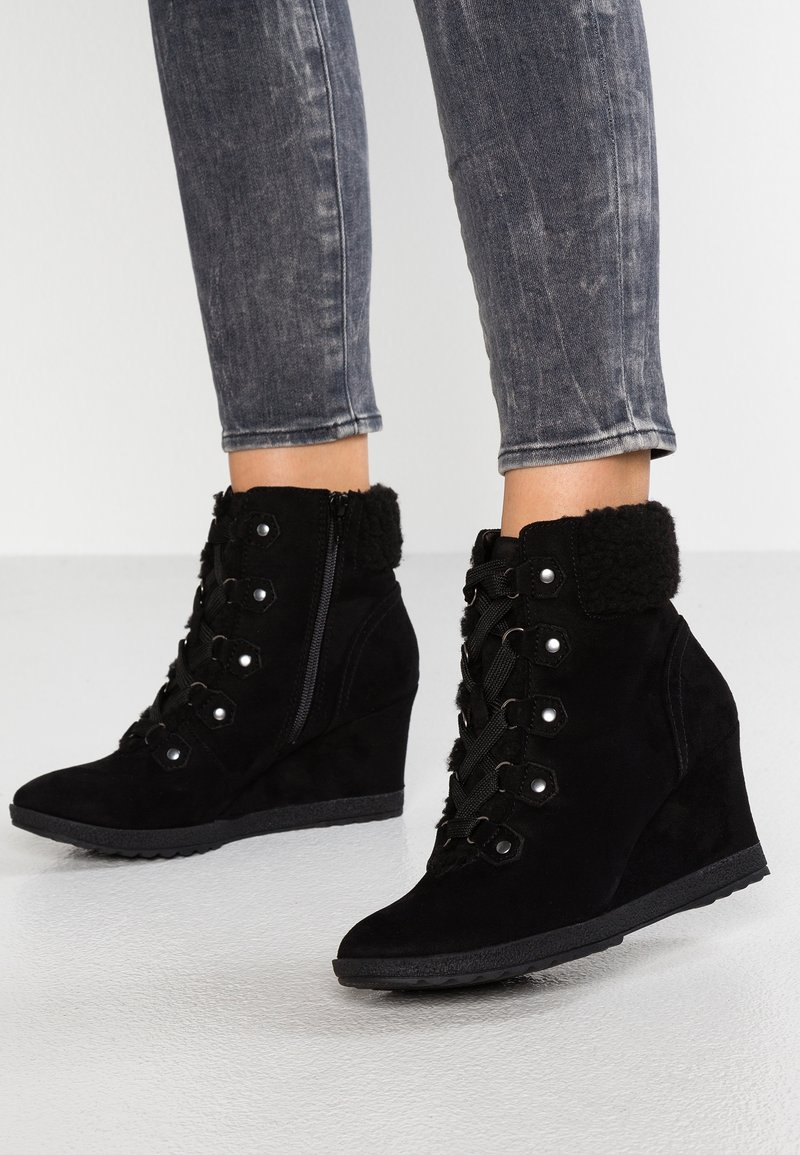 Dorothy Perkins - APHEX - Wedge Ankle Boots - black