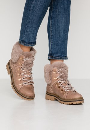 MONNIE HIKER - Ankle boots - pink