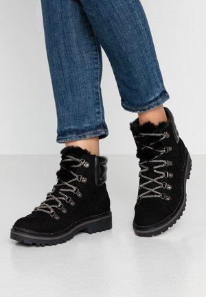 MONNIE HIKER - Kotníková obuv - black