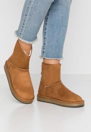 MINTY BOOT - Kotníkové boty - tan