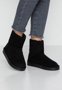 Dorothy Perkins - MINTY BOOT - Kotníkové boty - black - 0