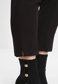 Dorothy Perkins - NEW GRAZER - Broek - black - 6