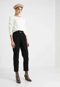 Dorothy Perkins - DRING TAPERED TROUSER - Broek - black - 1