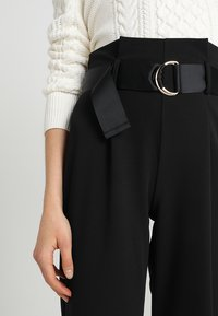 Dorothy Perkins - DRING TAPERED TROUSER - Broek - black - 4