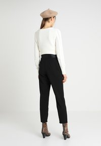 Dorothy Perkins - DRING TAPERED TROUSER - Broek - black - 2