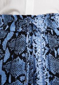 Dorothy Perkins - SNAKE PRINT JOGGER - Bukse - blue - 5