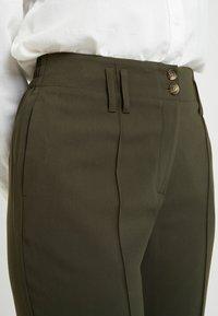 Dorothy Perkins - BELTED CHECK - Pantaloni - green - 4