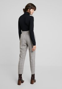 Dorothy Perkins - BELTED CHECK - Pantalon classique - multi dark - 3