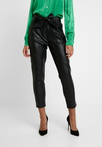 Dorothy Perkins - COATED BELTED TROUSER - Trousers - black - 0