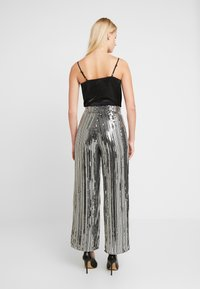 Dorothy Perkins - SEQUIN STRIPE PALAZZO - Tygbyxor - silver - 3