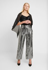 Dorothy Perkins - SEQUIN STRIPE PALAZZO - Tygbyxor - silver - 2