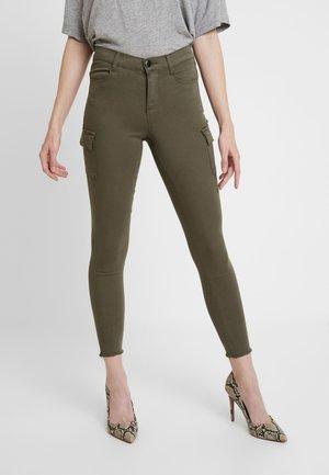 REGULAR CARGO FRANKIE - Pantalones - khaki