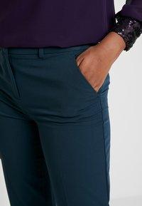 Dorothy Perkins - ANKLE GRAZER - Pantalon classique - blue - 5