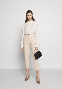 Dorothy Perkins - ELASTIC BACK BUTTONED ANKLE GRAZER TROUSER - Spodnie materiałowe - beige - 1