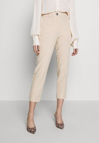 Dorothy Perkins - ELASTIC BACK BUTTONED ANKLE GRAZER TROUSER - Spodnie materiałowe - beige - 0