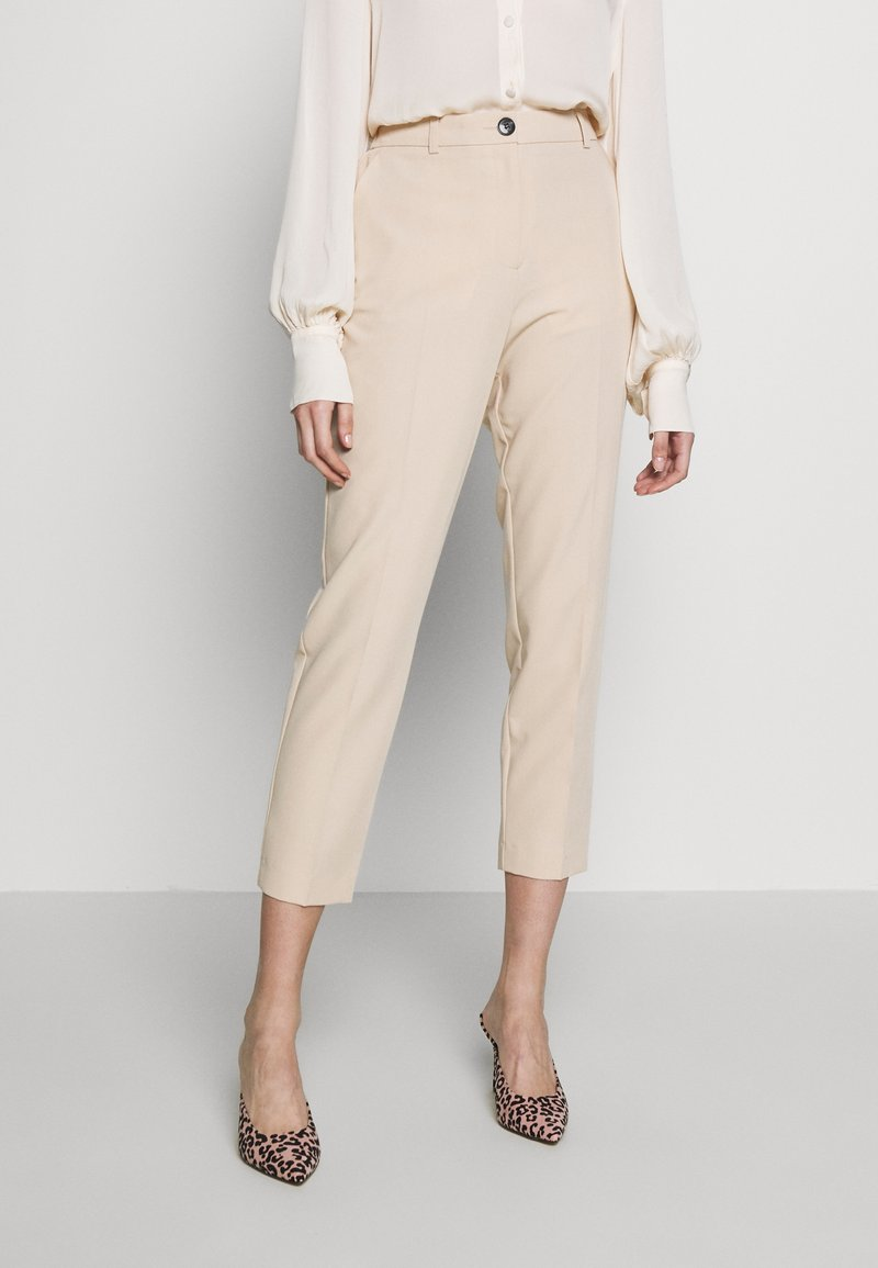 Dorothy Perkins - ELASTIC BACK BUTTONED ANKLE GRAZER TROUSER - Spodnie materiałowe - beige