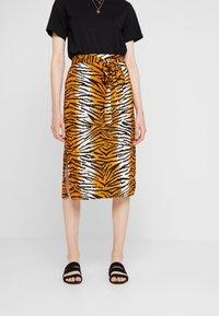 Dorothy Perkins - TIGER PRINT TIE WAIST MIDI - A-line skirt - orange - 0