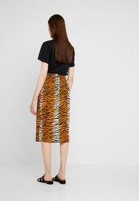 Dorothy Perkins - TIGER PRINT TIE WAIST MIDI - A-line skirt - orange - 2
