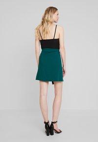 Dorothy Perkins - BUTTON WRAP SKIRT - Áčková sukně - green - 2