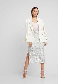 Dorothy Perkins - SEQUIN - Pencil skirt - silver - 1