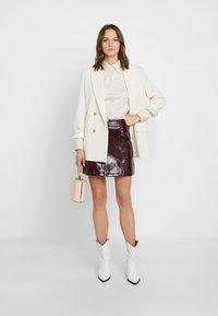 Dorothy Perkins - LOLA SKYE VINYL ZIP FRONT - A-line skirt - oxblood - 1
