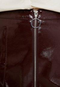 Dorothy Perkins - LOLA SKYE VINYL ZIP FRONT - A-line skirt - oxblood - 4