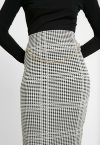 Dorothy Perkins - DOGTOOTH CHAIN PULL ON PENCIL SKIRT - Spódnica ołówkowa  - black - 4