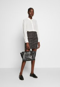 Dorothy Perkins - ANIMAL TEXTURED SKIRT - Mini skirt - black - 1