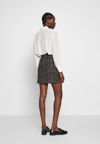 Dorothy Perkins - ANIMAL TEXTURED SKIRT - Mini skirt - black - 2