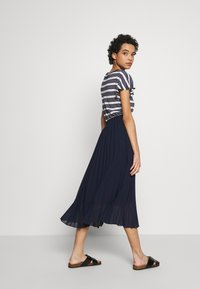 Dorothy Perkins - PLEAT MIDI SKIRT - A-Linien-Rock - navy - 2