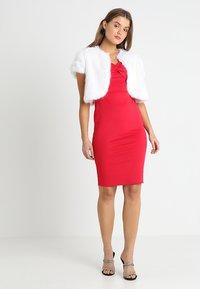 Dorothy Perkins - BARDOT TWIST PENCIL - Vestido de tubo - red - 2