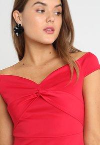 Dorothy Perkins - BARDOT TWIST PENCIL - Vestido de tubo - red - 5