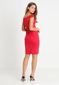 Dorothy Perkins - BARDOT TWIST PENCIL - Vestido de tubo - red - 3