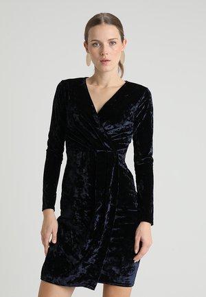 CRUSHED WRAP - Cocktailkleid/festliches Kleid - navy