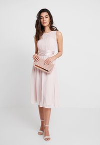 Dorothy Perkins - BETHANY MIDI DRESS - Cocktailklänning - blush - 2