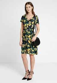 Dorothy Perkins - BUTTON THROUGH FIT AND FLARE - Abito a camicia - yellow - 1