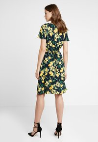 Dorothy Perkins - BUTTON THROUGH FIT AND FLARE - Abito a camicia - yellow - 2