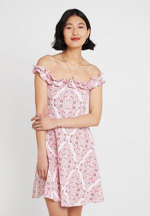 PRINT BARDOT - Žerzejové šaty - white