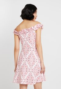 Dorothy Perkins - PRINT BARDOT - Vestito di maglina - white - 2