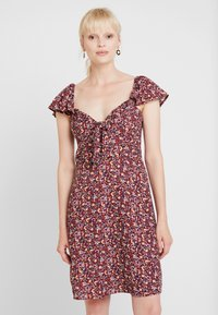Dorothy Perkins - TIE FRONT DRESS - Vestido informal - burgundy - 0