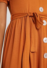 Dorothy Perkins - MOTHER OF PEARL BUTTON MIDI - Jersey dress - rust - 5