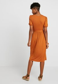 Dorothy Perkins - MOTHER OF PEARL BUTTON MIDI - Jersey dress - rust - 2