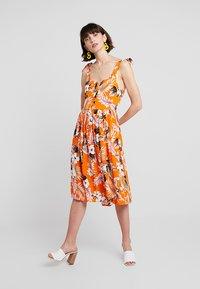 Dorothy Perkins - CRINKLE DRESS - Vapaa-ajan mekko - orange - 2