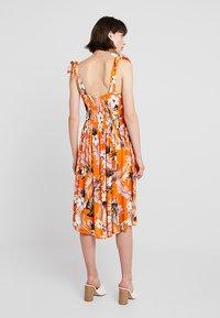 Dorothy Perkins - CRINKLE DRESS - Vapaa-ajan mekko - orange - 3
