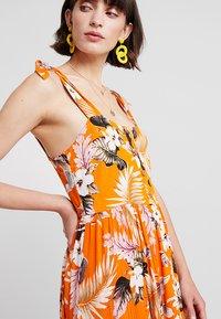 Dorothy Perkins - CRINKLE DRESS - Vapaa-ajan mekko - orange - 5