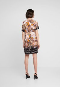 Dorothy Perkins - PAISLEY SHIFT - Korte jurk - orange - 2